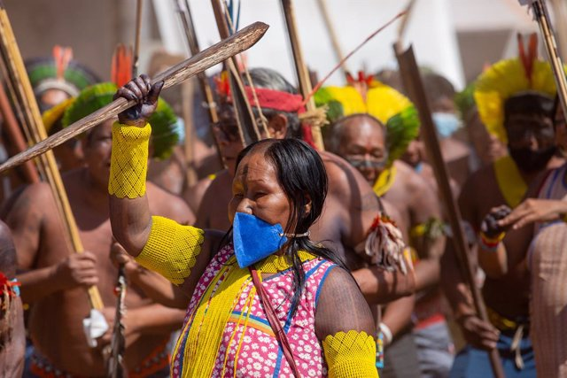 25 August 2021, Brazil, Brasilia: Indigenous people from all over Brazil take part in a protest against the Bolsonaro government policies and an initiative that could take away their ancestral lands. Photo: Myke Sena/dpa