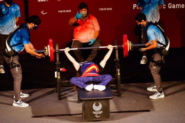 Loida Zabala hace un levantamiento durante los Juegos Paralímpicos de Tokio