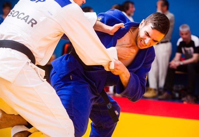 Archivo - El judoca Sergio Ibáñez durante un combate