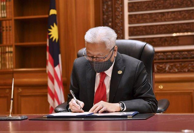 23 August 2021, Malaysia, Putrajaya: New Malaysian Prime Minister Ismail Sabri Yaakob begins his official duty as the ninth Prime Minister of Malaysia at his office at Perdana Putra. Photo: Harry Salzman/BERNAMA/dpa