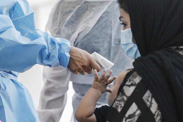26 August 2021, Italy, Rome: A medic of the I CARE project attend to Afghan refugees who arrived in Rome in the aftermath of the Taliban takeover. Photo: Cecilia Fabiano/LaPresse via ZUMA Press/dpa