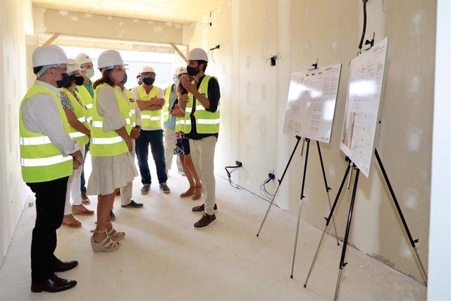 Armengol visita las obras de nuevas VPO en Calvià.