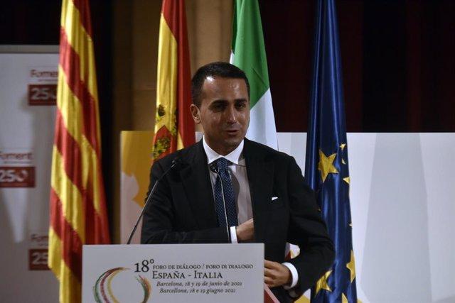 Archivo - El ministro italiano Luigi di Maio, interviene en un debate de la clausura de la sesión del XVIII Foro de Diálogo España-Italia, en el Foment del Treball Nacional de Barcelona, a 19 de junio de 2021, en Barcelona, Cataluña (España). En este mism