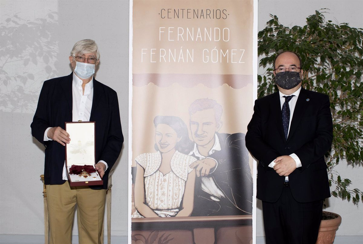 Culture gives the family of Fernando Fernán Gómez the Grand Cross of the Civil Order of Alfonso X, granted in 2007
