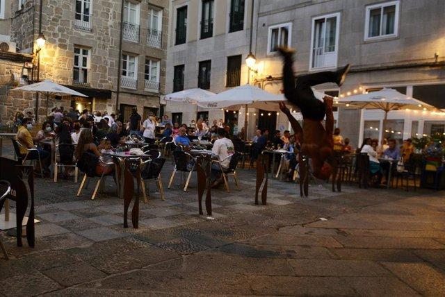 Archivo - Bares y restaurantes en el casco histórico de Orense durante el primer día de restricciones en la hostelería de los municipios que se encuentren en niveles máximos y altos de restricciones por coronavirus, a 24 de julio de 2021, en Ourense, Gali