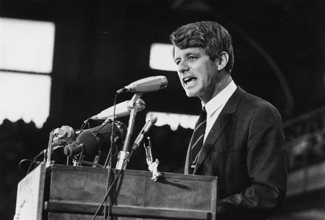 El senador Robert F. Kennedy durante un acto en 1968