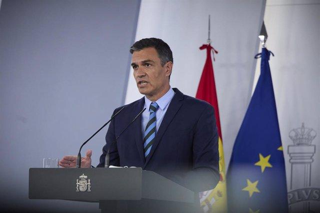 El presidente del Gobierno, Pedro Sánchez, comparece en rueda de prensa para dar cuenta de los asuntos tratados en la reunión del Grupo de Trabajo Interministerial, en La Moncloa, a 27 de agosto de 2021, en Madrid (España). Durante su intervención el jefe