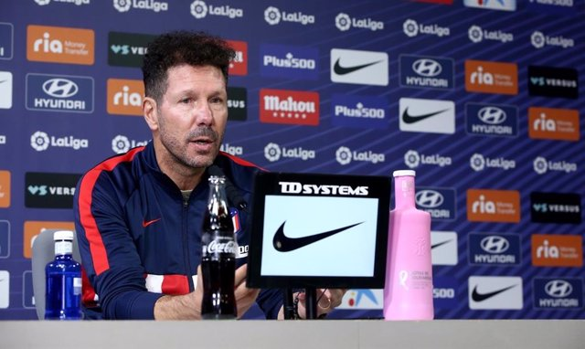 Archivo - Diego Pablo Simeone en rueda de prensa con el Atlético de Madrid