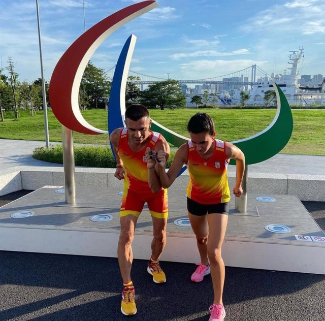 Alba García Falagán y su guía, en los Juegos Paralímpicos de Tokio 2020