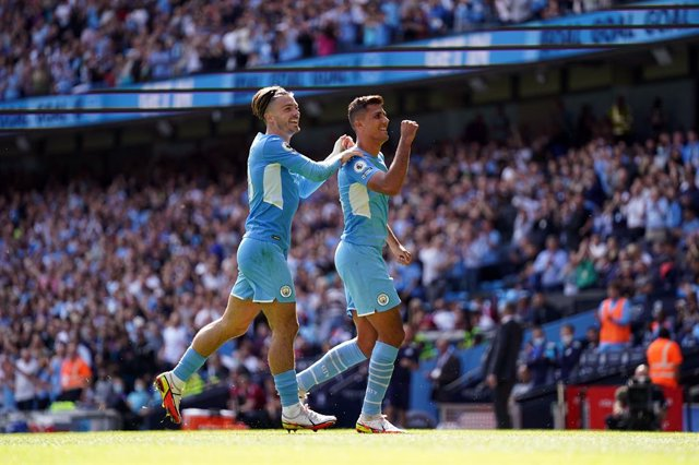 28 August 2021, United Kingdom, Manchester: Manchester City's Rodri celebrates scoring their side's fourth goal of the game with team-mate Jack Grealish (L) during the English Premier League soccer match between Manchester City and Arsenal at the Etihad S