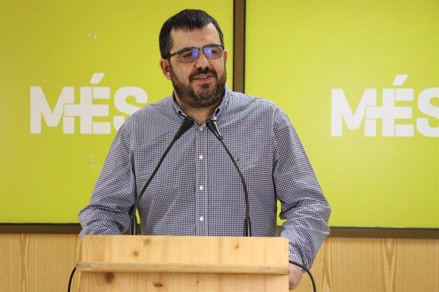 Archivo - El senador de MÉS per Mallorca, Vicenç Vidal, en una rueda de prensa.