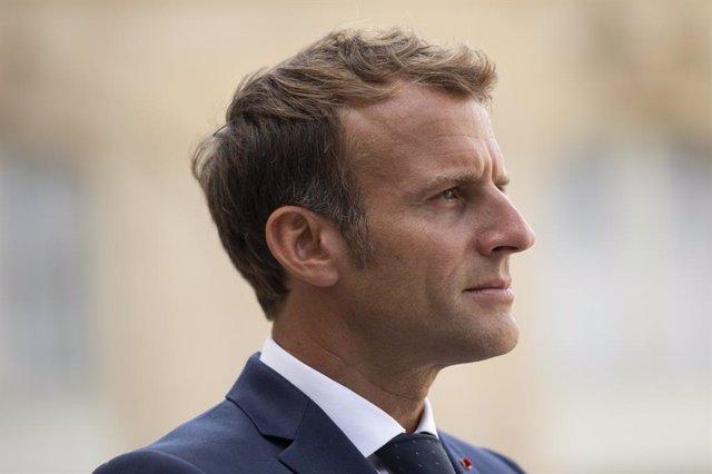 27 August 2021, France, Paris: Emmanuel Macron (L), President of France, receives Andry Rajoelina (not pictured), President of Madagascar, prior to their meeting at the Elysee Palace. Photo: Julien Mattia/Le Pictorium Agency via ZUMA/dpa
