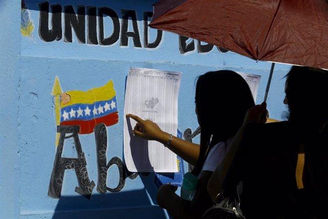 Imágen de archivo de venezolanes acudiendo a votar