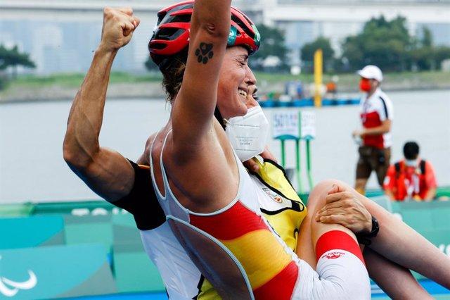 Eva Moral celebra entre lágrimas su medalla de bronce en el triatlón de los Juegos Paralímpicos de Tokio
