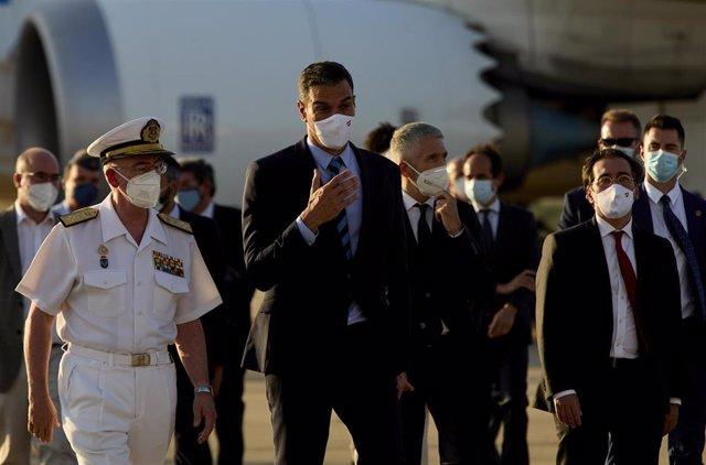 El presidente del Gobierno, Pedro Sánchez, durante una visita a la Base Aérea de Torrejón para recibir un vuelo de repatriación desde Afganistán el pasado viernes en Torrejón de Ardoz (Madrid)