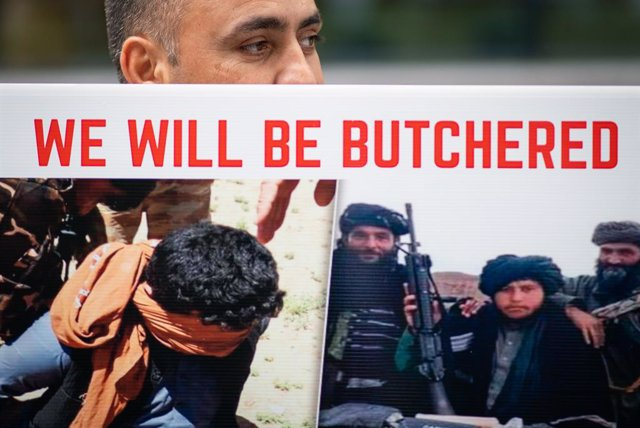 23 August 2021, United Kingdom, London: A former Afghan interpreter holds a placard during a protest in front of the UK Home Department, demanding that evacuations from Kabul continue. Photo: Dominic Lipinski/PA Wire/dpa