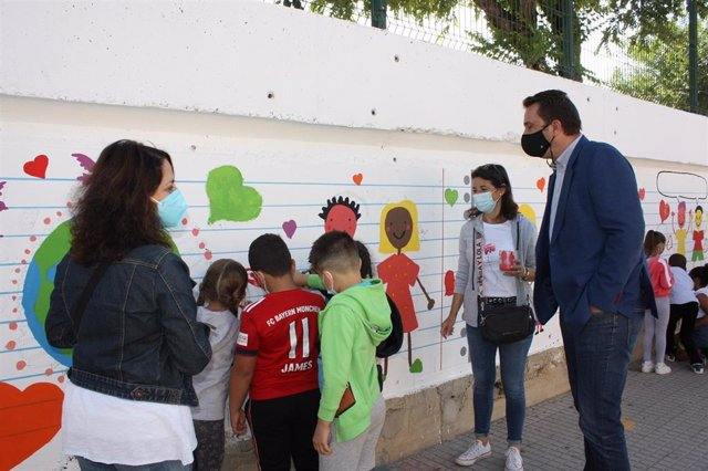 El Ayuntamiento de Sevilla renovará el patio y mejorará la accesibilidad del CEIP Hermanos Machado del Distrito Norte
