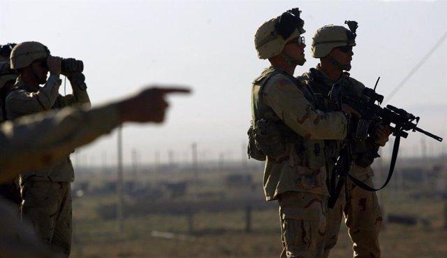 Archivo - Arxiu - Soldats nord-americans en el perímetre de l'aeroport de Kabul.