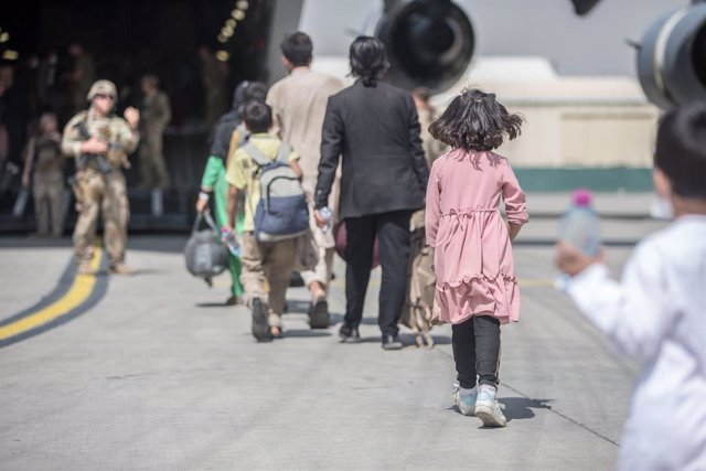 HANDOUT - 23 August 2021, Afghanistan, Kabul: Afghan passengers board US Air Force C-17 Globemaster III during the Afghanistan evacuation at the Hamid Karzai International Airport during the evacuation of civilians following the Taliban takeover. Photo: -