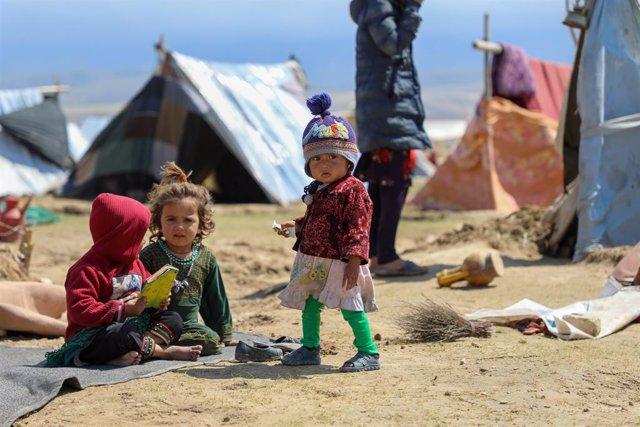Archivo - Niños desplazados internos en el norte de Afganistán