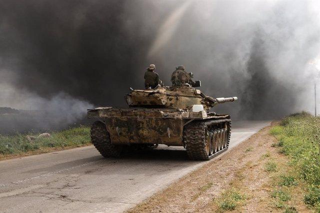 Archivo - Imagen de archivo de un tanque en Hama, en el oeste de Siria, en el marco de una serie de combates.