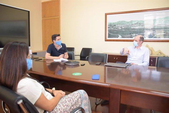En la imagen, de izquierda a derecha, Beatriz Marín, jefa de Relaciones Internacionales, Rafael Toledo y Timothée Toury, coordinador general de la Universidad Europea de Tecnología, durante su visita a la UPCT el mes pasado
