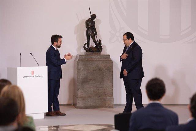 Archivo - Arxiu - El conseller d'Interior, Joan Ignasi Elena, pren possessió del càrrec al costat del president de la Generalitat, Pere Aragonès