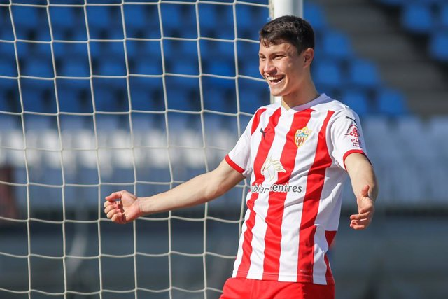 Archivo - Jorge Cuenca of UD Almeria celebrates an own goal scored by Juan Villar Vazquez of Deportivo Alaves (out of photo) during the spanish cup, Copa del Rey round of 32, football match played between UD Almeria and Deportivo Alaves at Municipal de lo