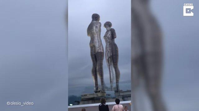 Alí y Nino: una trágica historia de amor contada en 10 minutos por un par de estatuas en movimiento