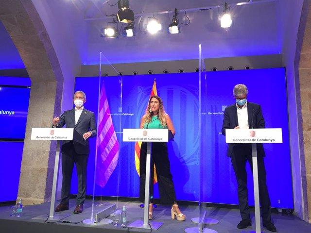 El conseller d'Educació, Josep Gonzàlez-Cambray (e), la portaveu del Govern, Patrícia Plaja, i el conseller de Salut, Josep Maria Argimon (d), en la roda de premsa