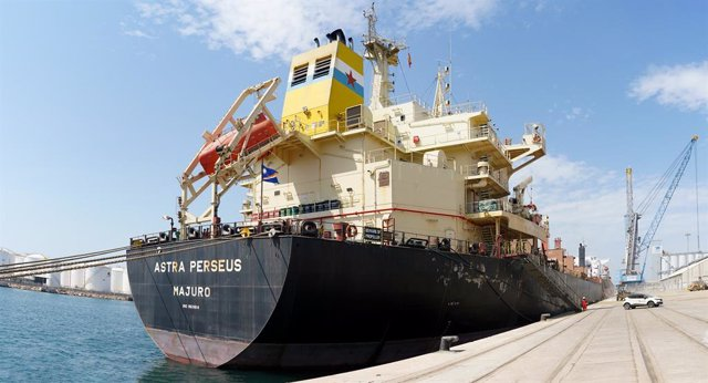 Arxiu - El buc Astra Perseus atraca al Port de Tarragona