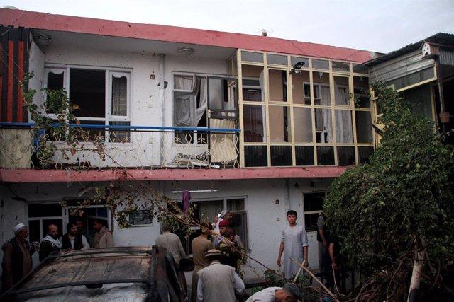 Vivienda destruida por un ataque en Kabul