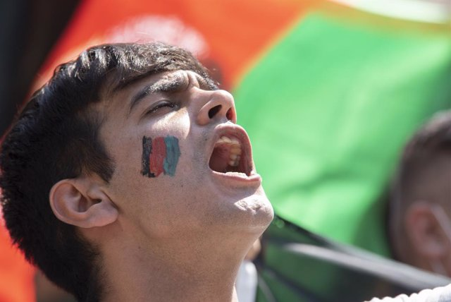 19 August 2021, Greece, Athens: Ademonstrator shouts slogans during a protest in front of the parliament on Syntagma Square to protest over the recent takeover of their home country by the Taliban. Photo: Nikolas Georgiou/ZUMA Press Wire/dpa