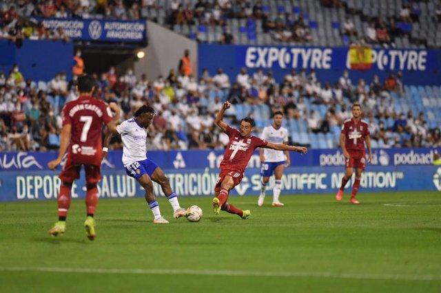 Jugada del partido entre el Real Zaragoza y el FC Cartagena en La Romareda, con victoria del equipo visitante (0-1) en la Jornada 3 de LaLiga SmartBank 2021/22