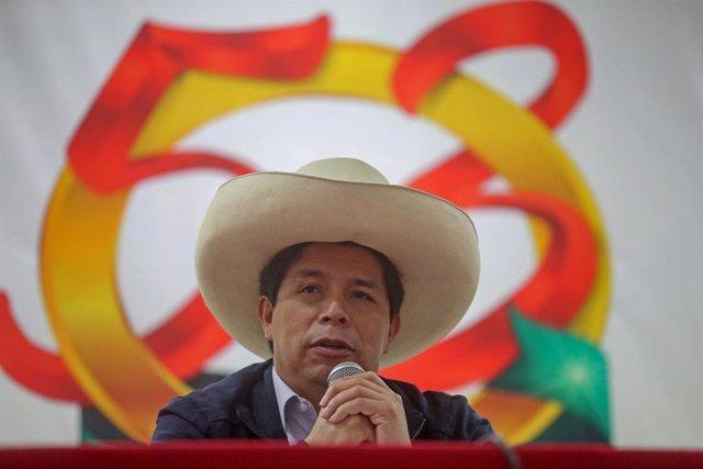 HANDOUT - 27 August 2021, Peru, Lima: Pedro Castillo, president of Peru, participates in the ceremony marking the 53rd anniversary of the Social Protection and Assistance Fund (CPAS). Photo: Alberto Orbegoso/Presidencia Peru/dpa - ACHTUNG: Nur zur redakti