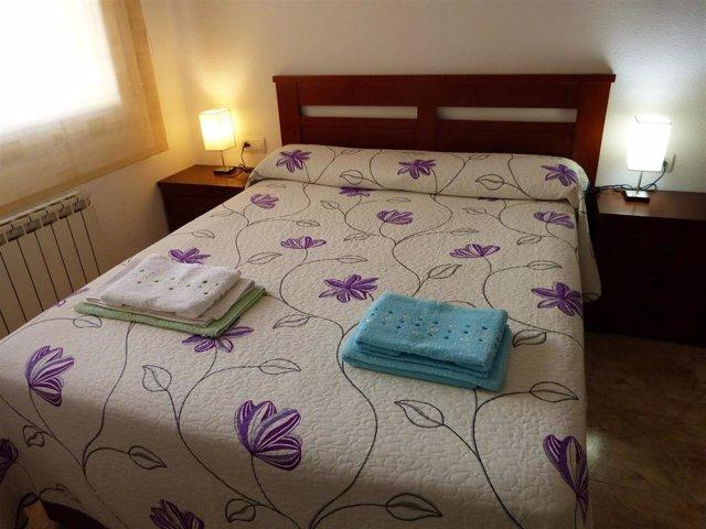 Archivo - Dormitorio en un apartamento turístico