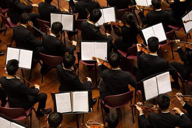 Músicos de una orquesta de música clásica.