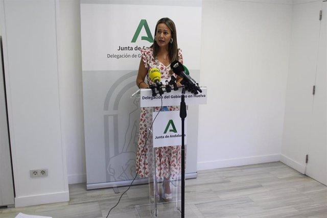 La delegada de la Junta, Bella Verano, en rueda de prensa.