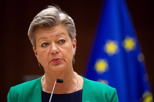 Archivo - HANDOUT - 18 May 2021, Belgium, Brussels: European Commissioner for Home Affairs Ylva Johansson speaks during a plenary debate on European policy on migrants at the Mediterranean sea at the European Parliament in Brussels. Photo: Eric Vidal/Euro