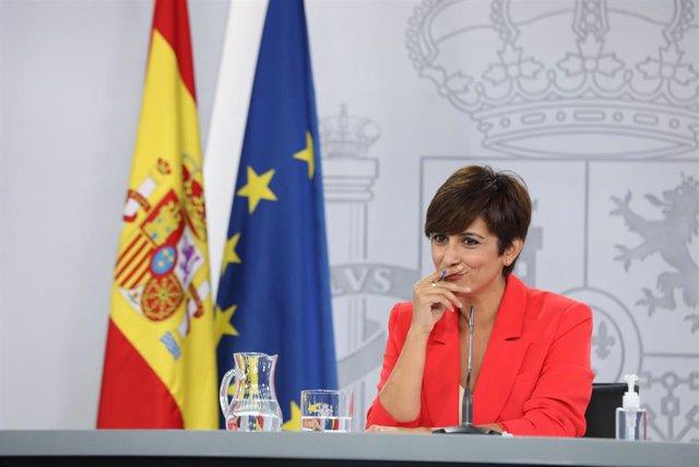 La ministra Portavoz, Isabel Rodríguez, interviene en una rueda de prensa posterior al Consejo de Ministros, a 24 de agosto de 2021, en La Moncloa, Madrid, (España). Durante la intervención ha informado de los acuerdos a los que han llegado tras la reunió