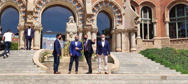 El president del PP, Pablo Casado, juntament amb el líder del PP català, Alejandro Fernández i el regidor del PP a Barcelona Josep Bou