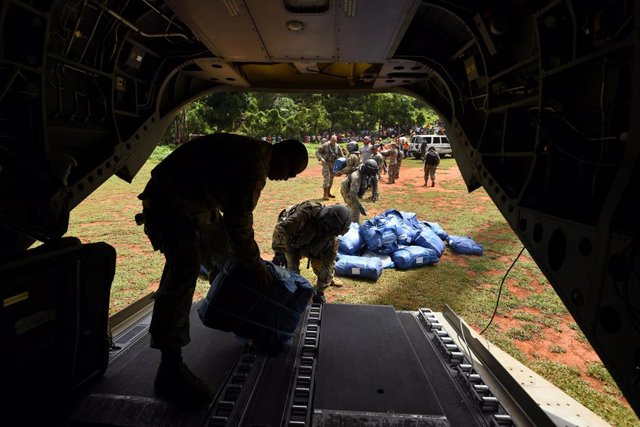 30 August 2021, Haiti, L'Asile: US Air Force delivers aid to rural villages as Haitians cope with the aftermath of a massive earthquake. Photo: Carol Guzy/ZUMA Press Wire/dpa