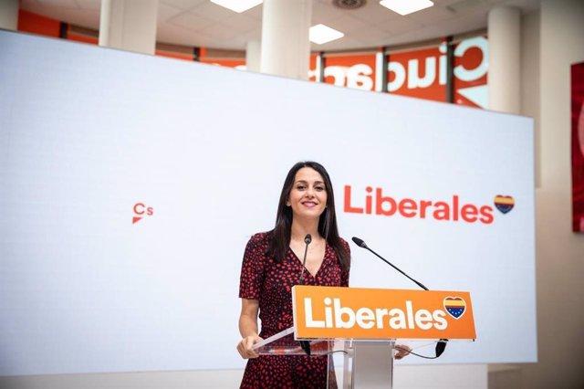La presidenta de Ciudadanos, Inés Arrimadas, durante la comparecencia ante los medios en la sede nacional del partido, en Madrid, a 30 de agosto de 2021.