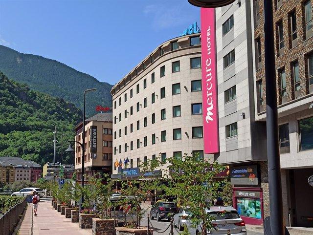 Archivo - Arxiu - Tres hotels al centre d'Andorra la Vella