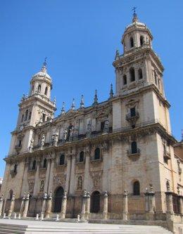Archivo - Fachada principal de la catedral de Jaén.