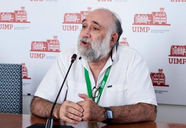 El presidente del Consejo General de la Psicología de España, Francisco Santolaya.