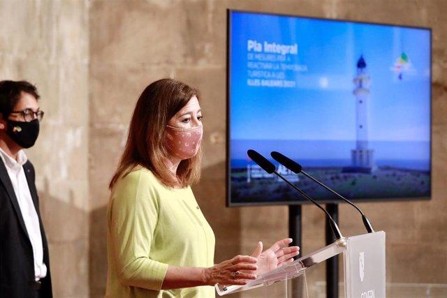 Archivo - La presidenta del Govern, Francina Armengol, y el conseller de Modelo Económico, Turismo y Trabajo, Iago Negueruela.