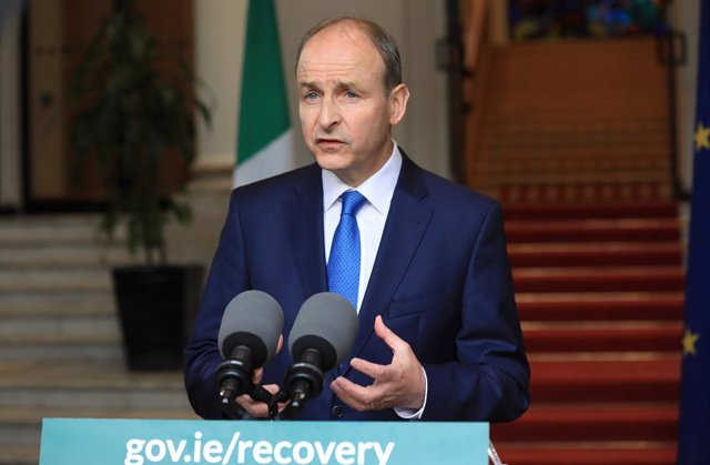 Archivo - HANDOUT - 28 May 2021, Ireland, Dublin: A handout picture shows Irish Prime Minister Micheal Martin addressing the nation at Government Buildings, to confirm the widespread reopening of the country over the summer. Photo: Julien Behal/PA Media/d