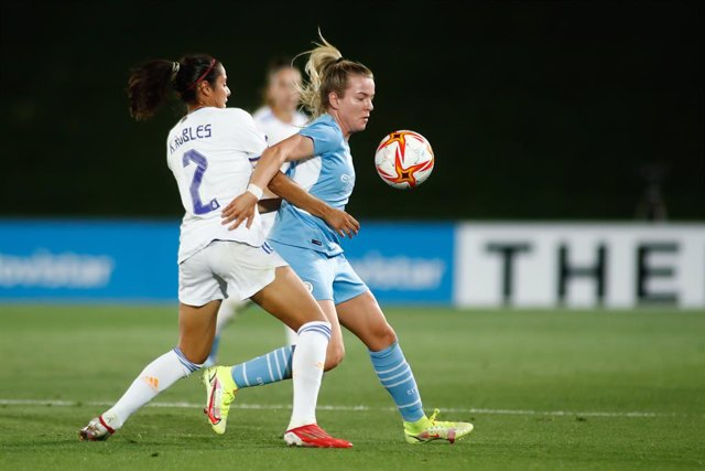 Lauren Hemp of Manchester City and Vaitiare Kenti Robles of Real Madrid in action during the UEFA Women's Champions League football match played between Real Madrid and Manchester City at Alfredo Di Stefano stadium on August 31, 2021, in Madrid, Spain.