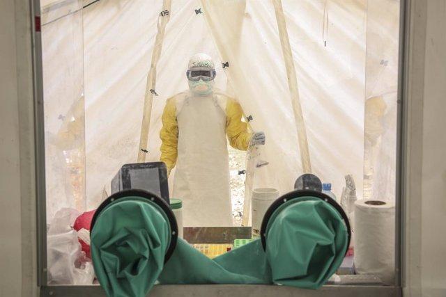Archivo - Trabajos de MSF para contener el ébola en Mangina